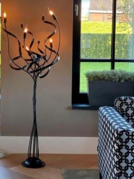 Kroonjuweel-Vloerlamp-Qwen-Zwart
