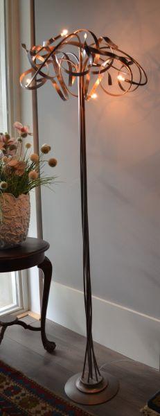 Kroonjuweel-Vloerlamp-Qwen-koper (2)
